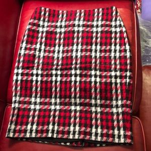Red black & white Talbots houndstooth skirt size 8